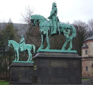 Barbarossa and Barbablanca in front of the Goslar Kaiserpfalz