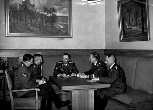 Müller, Nebe, Himmler, Heydrich and Hube, leaders of the RSHA November 8th 1939. Source: Bundesarchiv, Bild 183-R98680 / CC-BY-SA