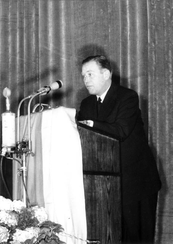 Otto John, later in 1954, speaking to the international press, Bundesarchiv, Bild 183-25876-0001 / Heilig, Walter / CC-BY-SA 3.0